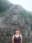 Lara in front of the Daibutsu.